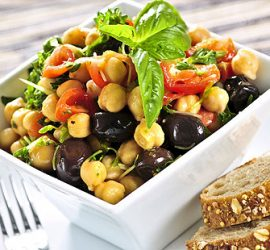 La posologie conseillée des produits de Jacques Prunier (SynerBoost, SynerTonus, algue de Klamath Alpha One) est de les prendre pendant un repas afin d'en optimiser l'assimilation.